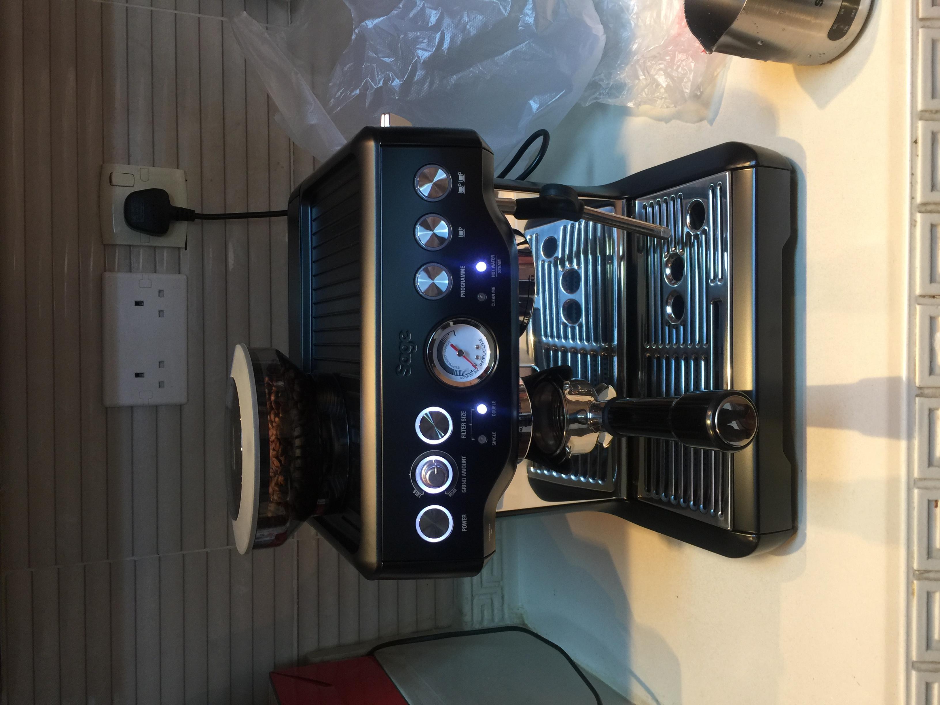 تجربة شراء مكينة قهوة Sage SES875BTR2GUK1 Barista Express Black Truffle10